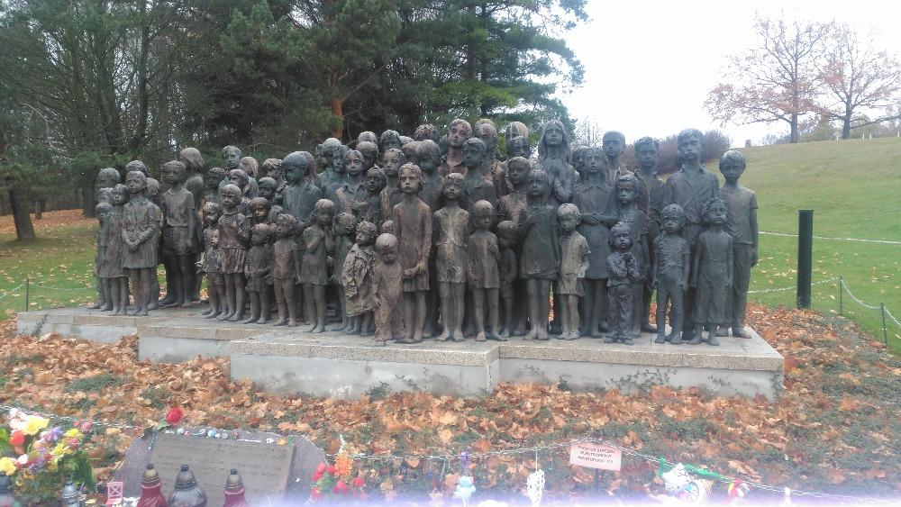 Exkurze 9. ročníků do Památníku Lidice a Prahy