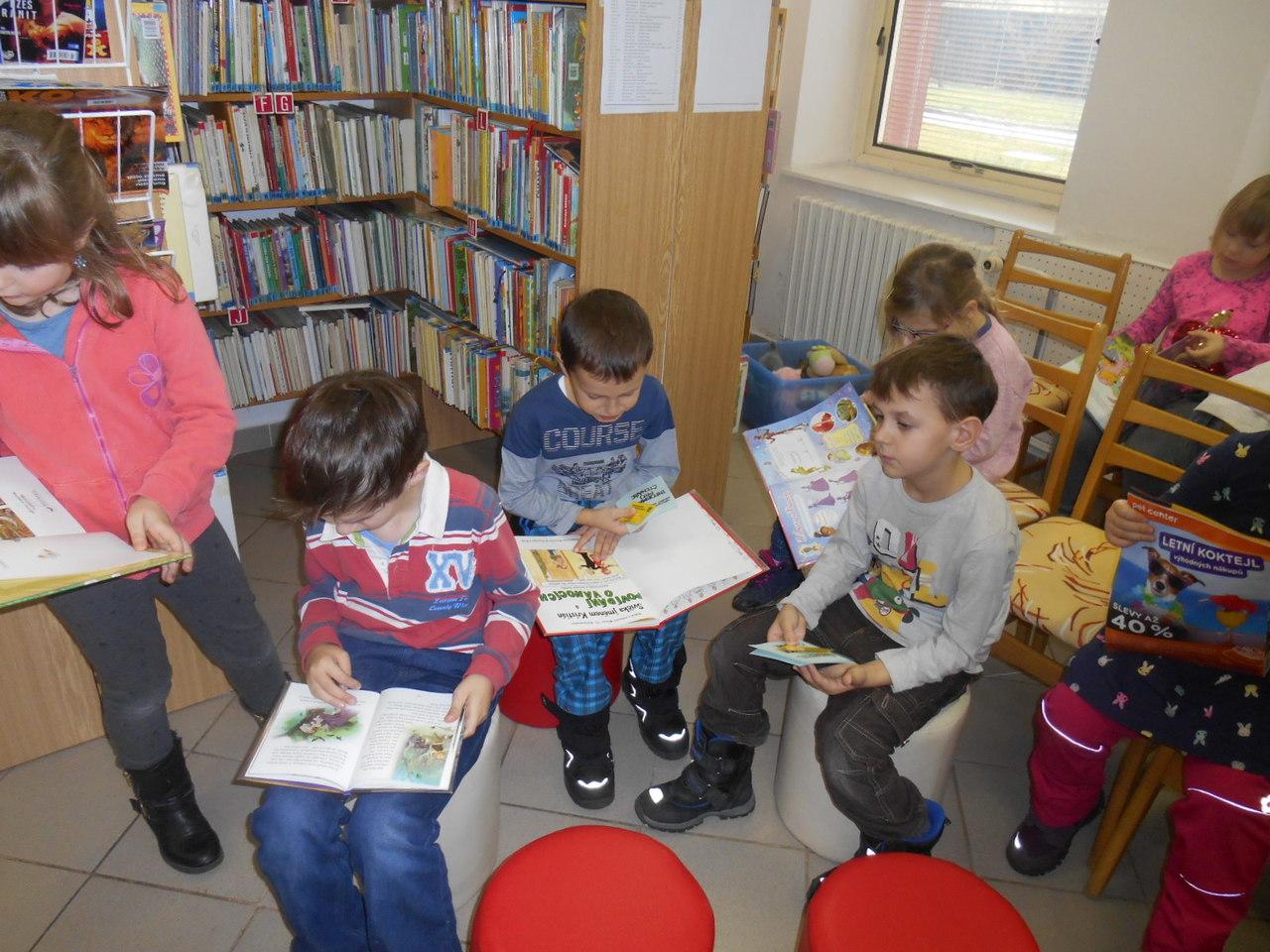 Prvňáčci v knihovně